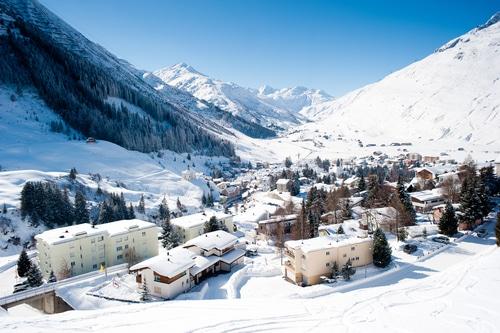 ski-and-snowboarding-andermatt