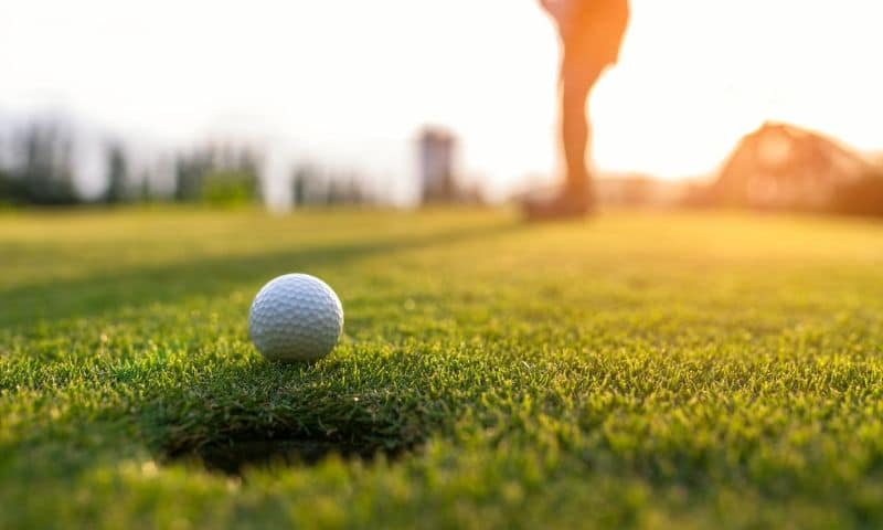 Golf Slow Play - Putting